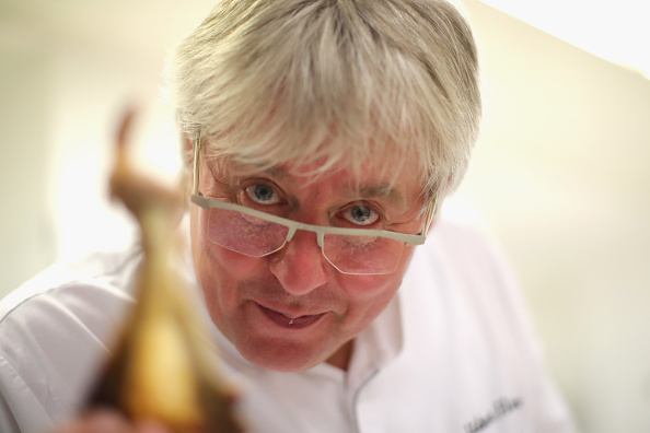 "Kitchen「Portrait Of A Chef: Herbert Hintner Of ""Zur Rose"" Restaurant」:写真・画像(17)[壁紙.com]"