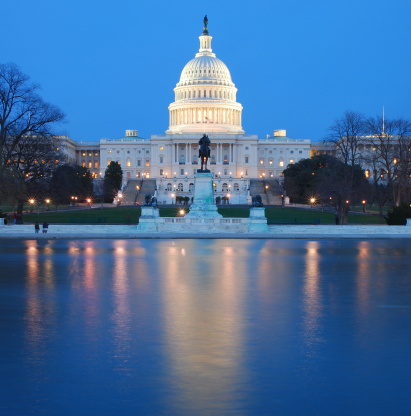 Politician「US Capitol lit up at night in washing DC」:スマホ壁紙(12)