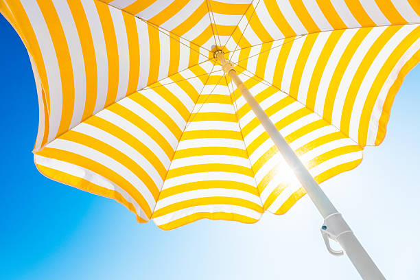 Beach umbrella against blue morning sky:スマホ壁紙(壁紙.com)