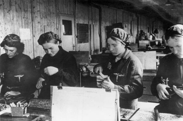 Industry「War Workers」:写真・画像(5)[壁紙.com]