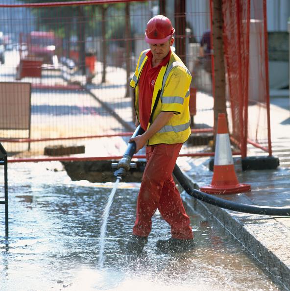 Sidewalk「Worker hosing down road」:写真・画像(15)[壁紙.com]