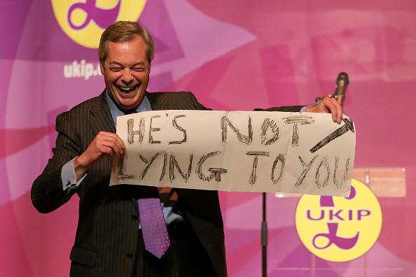 MEP「Nigel Farage Attend Public Meeting In Stoke Ahead Of By-election」:写真・画像(15)[壁紙.com]