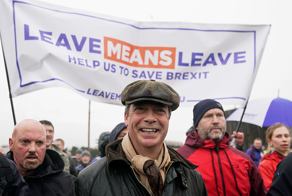 Christopher Furlong「Nigel Farage Launches The Pro-Brexit March To Leave From Sunderland」:写真・画像(6)[壁紙.com]
