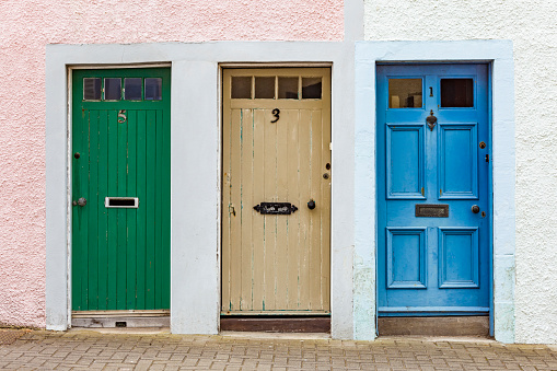 Decisions「Scotland, Fife, St. Monans, hree different doors」:スマホ壁紙(1)