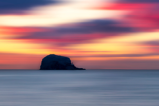 East Lothian「UK, Scotland, Firth of Forth at moody sunrise with silhouette of Bass Rock in background」:スマホ壁紙(17)