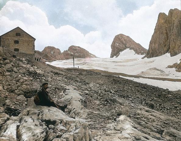 Dachstein Mountains「Dachstein: The Adamekhuette (lodge) on the Gosau glacier. Salzkammergut. Upper Austria. Hand-colored lantern slide. Around 1900.」:写真・画像(19)[壁紙.com]