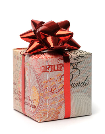 English Culture「Gift box wrapped in an English pound with a red bow」:スマホ壁紙(14)