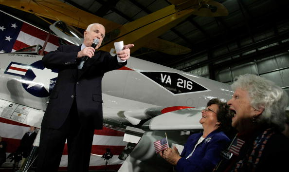 Military Airplane「McCain Holds Campaign Rally In Richmond」:写真・画像(7)[壁紙.com]