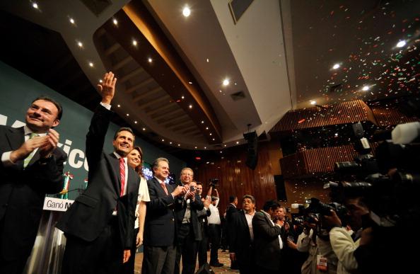 Enrique Pena Nieto「Supporters Of Mexico's PRI Party Await Election Results」:写真・画像(19)[壁紙.com]