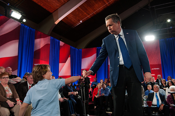 Textured「GOP Presidential Candidate John Kasich Participates In Television Town Hall Meeting」:写真・画像(14)[壁紙.com]