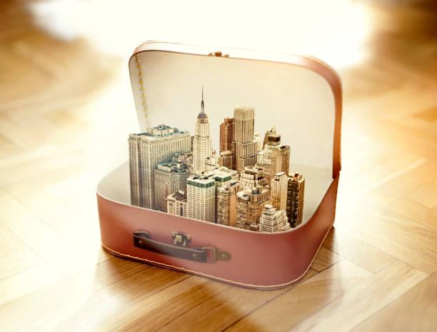 Suitcase with New York city:スマホ壁紙(壁紙.com)
