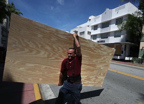 Miami Beach「Florida Begins Preparing For Hurricane Irma」:写真・画像(8)[壁紙.com]