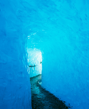 Igloo「Path leading in to Rhone Glacier ice grotto」:スマホ壁紙(17)
