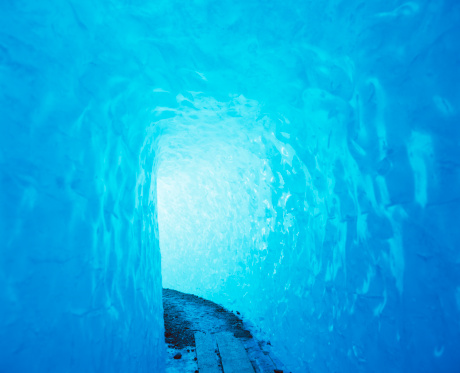 Igloo「Path leading in to Rhone Glacier ice grotto」:スマホ壁紙(13)