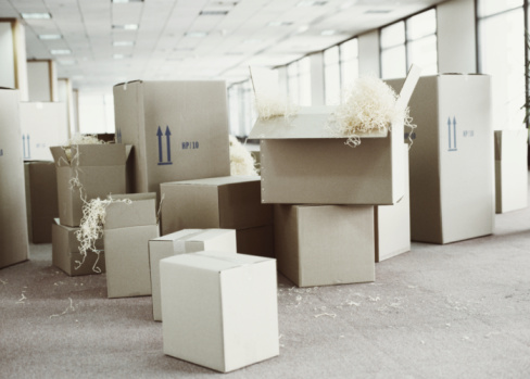 Moving Office「Packing boxes in empty office space」:スマホ壁紙(15)