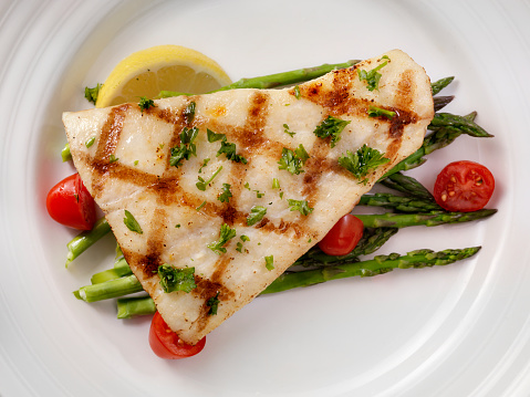 Halibut「Grilled Halibut with Asparagus and Tomatoes」:スマホ壁紙(17)