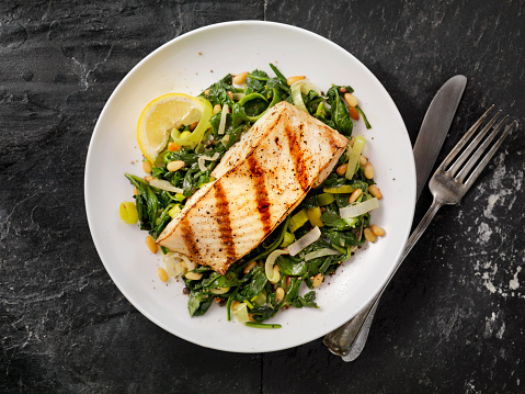 Serving Size「Grilled Halibut with Spinach, leeks and Pine Nuts」:スマホ壁紙(0)