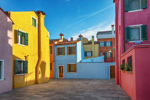 Travel「Alleys of Colorful Buildings of Burano, Venice, Italy」:スマホ壁紙(1)