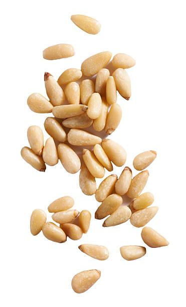 pine nuts on white background:スマホ壁紙(壁紙.com)