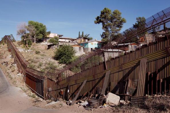 City Life「Border Agents Struggle To Keep Immigrants From Illegally Crossing AZ Border」:写真・画像(12)[壁紙.com]