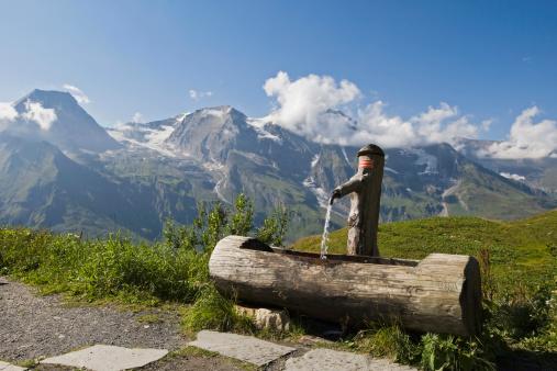 Hohe Tauern Range「Austria, Großglockner, Wooden fountain」:スマホ壁紙(8)