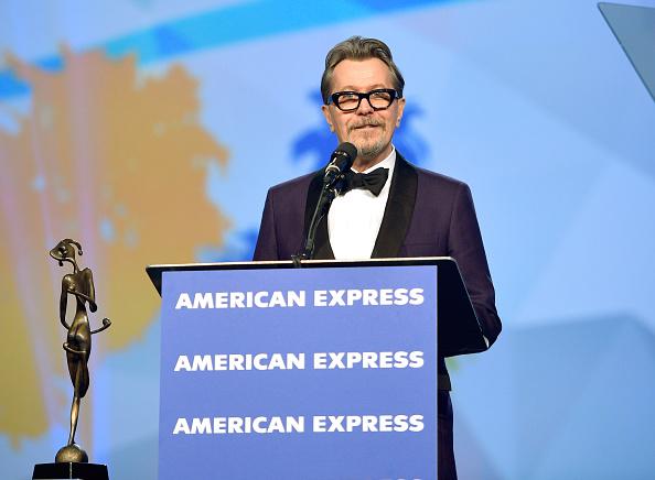 Three Quarter Length「29th Annual Palm Springs International Film Festival Awards Gala - Awards Presentation」:写真・画像(19)[壁紙.com]