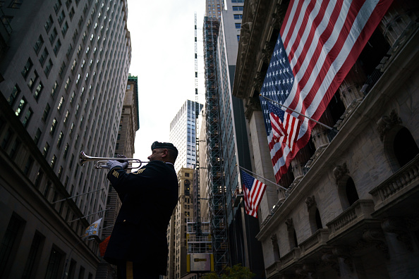 Finance and Economy「Veteran Plays Taps On Wall Street Ahead Of Veterans Day Weekend」:写真・画像(19)[壁紙.com]