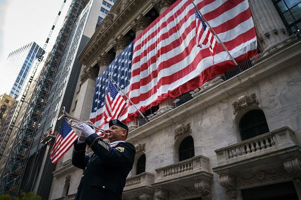 Patriotism「Veteran Plays Taps On Wall Street Ahead Of Veterans Day Weekend」:写真・画像(11)[壁紙.com]