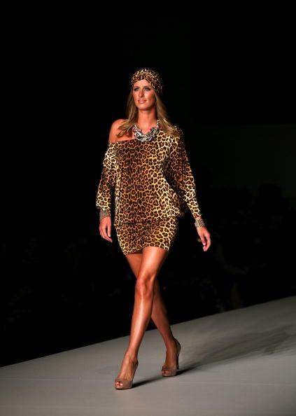 Sleeved Dress「RSFF 2010 - Charlie Brown: Catwalk」:写真・画像(3)[壁紙.com]