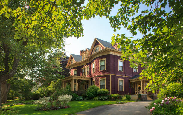 Victorian home surrounded by gardens:スマホ壁紙(壁紙.com)