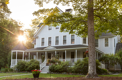 American Culture「Victorian home with lawn and large front porch in summer at sunset」:スマホ壁紙(11)