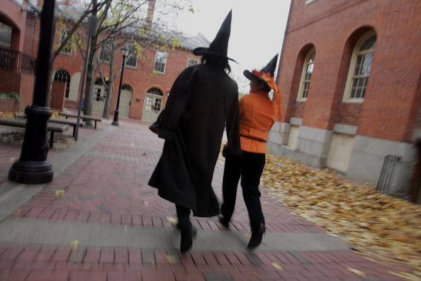 Costume「Bewitching Attractions Draw Visitors To Salem」:写真・画像(10)[壁紙.com]