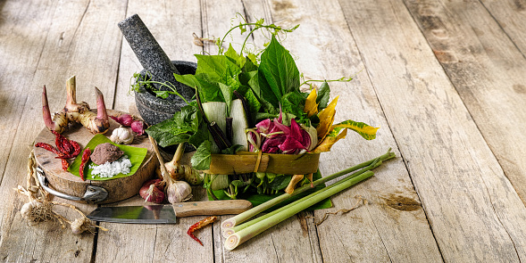 Mortar and Pestle「Northern Thai herbs, spices and vegetables for a Northern Thai traditional recipe called 'Gaeng Khae', which is a curry made of a seasonal mix of flowers and herbs, and can be cooked with free range chicken or pork.」:スマホ壁紙(14)