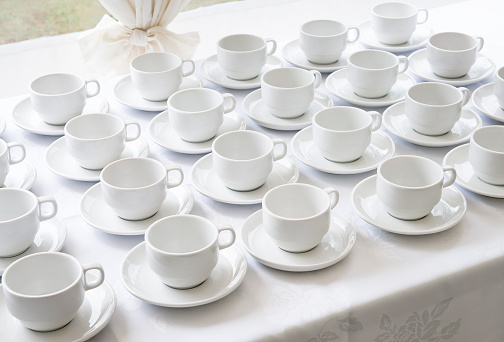 Buffet「Empty Catering Cups and Saucers」:スマホ壁紙(5)