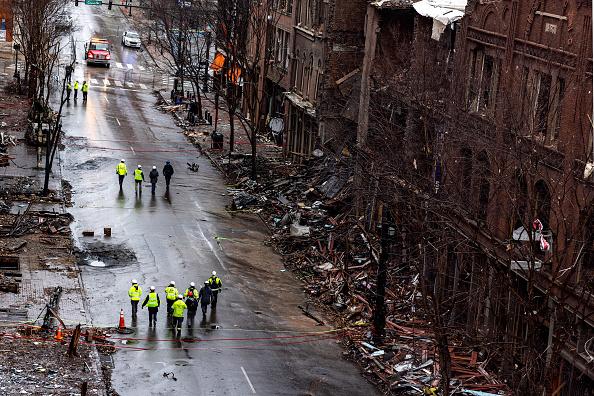 Nashville「Volunteer Group Helps Clean Up Nashville Bombing Site」:写真・画像(12)[壁紙.com]