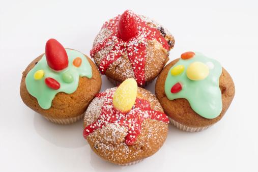 イースター「Easter muffins with sugar icing, elevated view, close-up」:スマホ壁紙(18)
