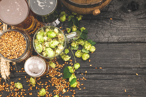 Crop - Plant「Barrel and Glass beer with Brewing ingredients.」:スマホ壁紙(10)