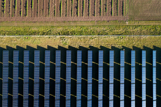 Solar power plant - aerial view:スマホ壁紙(壁紙.com)