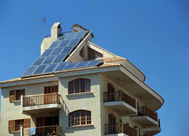 Solar Power, solar panels on roof to provide hot water:ニュース(壁紙.com)