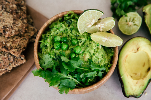 Avocado「Guacomole with peas, avocado, lime, coriander and crisp bread」:スマホ壁紙(17)