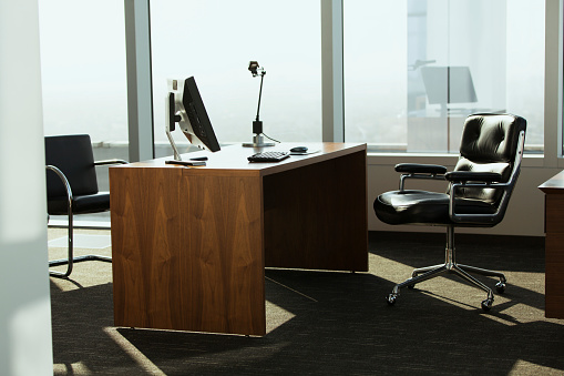 Long Beach - California「bright corner office space with desk and chairs」:スマホ壁紙(6)