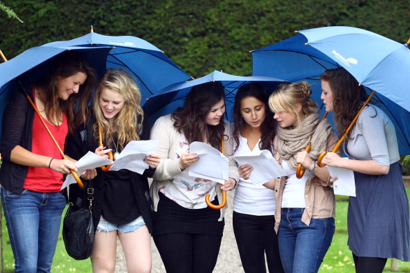 A-Levels「Students Throughout The UK Receive Their A Level Results」:写真・画像(11)[壁紙.com]
