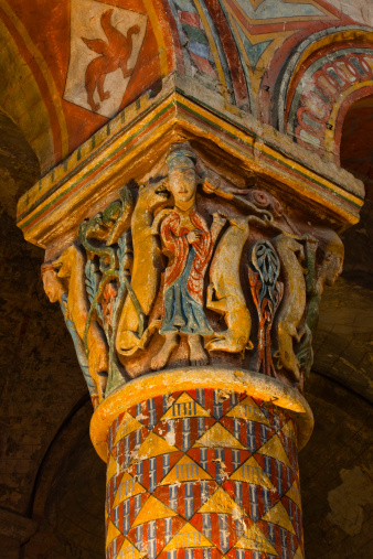 Nouvelle-Aquitaine「A decorated pillar in Eglise Sainte Radegonde.」:スマホ壁紙(11)