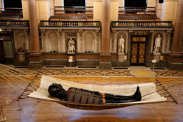 Liverpool - England「Little Boy Giant 'Sleeps' Ahead Of Liverpool Street Tour」:写真・画像(10)[壁紙.com]
