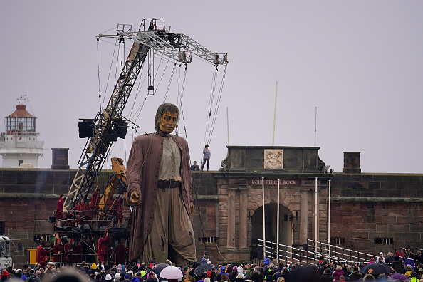 Puppet「Giants Arrive For 'Liverpool's Dream'」:写真・画像(17)[壁紙.com]