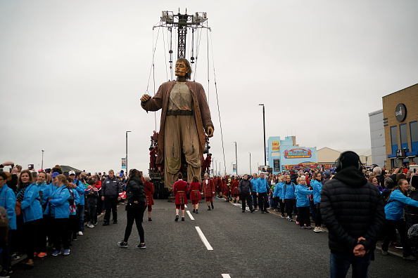 Puppet「Giants Arrive For 'Liverpool's Dream'」:写真・画像(4)[壁紙.com]