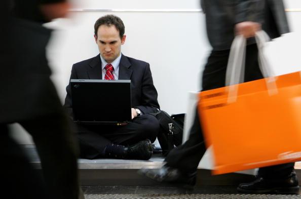 People「Chancellor Merkel Visits CeBIT Technology Trade Fair」:写真・画像(16)[壁紙.com]