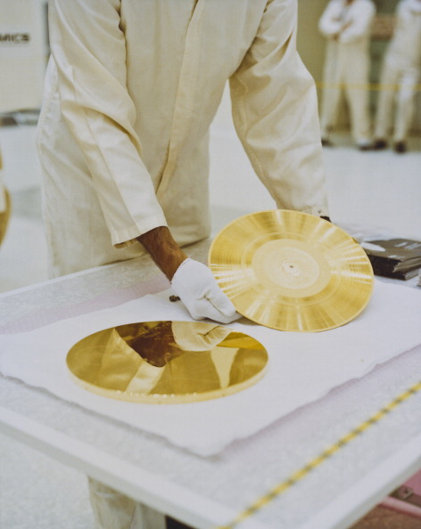 Gold Colored「Voyager Golden Record」:写真・画像(0)[壁紙.com]
