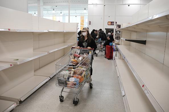 Supermarket「The UK Adjusts To Life Under The Coronavirus Pandemic」:写真・画像(16)[壁紙.com]