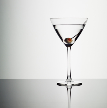 Martini「Martini in glass with green olive」:スマホ壁紙(7)